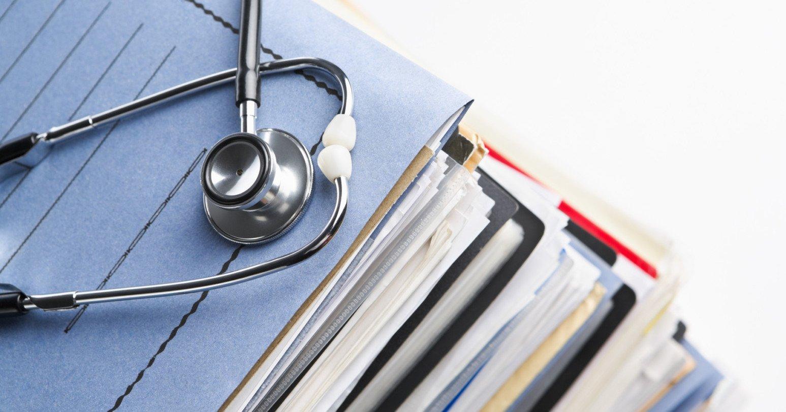 طب کار, طب کار و الزام به تشکیل پرونده پزشکی افراد شاغل
